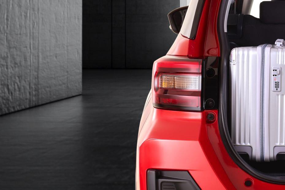 Daihatsu Rocky Tail Light